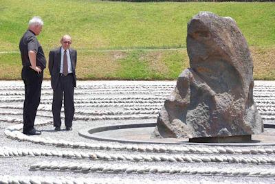 Der erste Besuchstag in Lima: Eine steinerne Träne erinnert als Mahnmal an die Opfer des Bürgerkrieges.