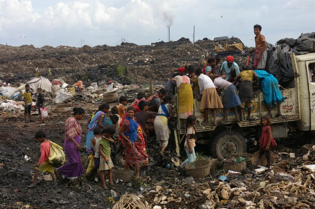 Harter Wettbewerb: Müllsammler-Kinder in Kalkutta