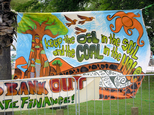 Protest-Banner in Durban: Keep the oil in the soil!