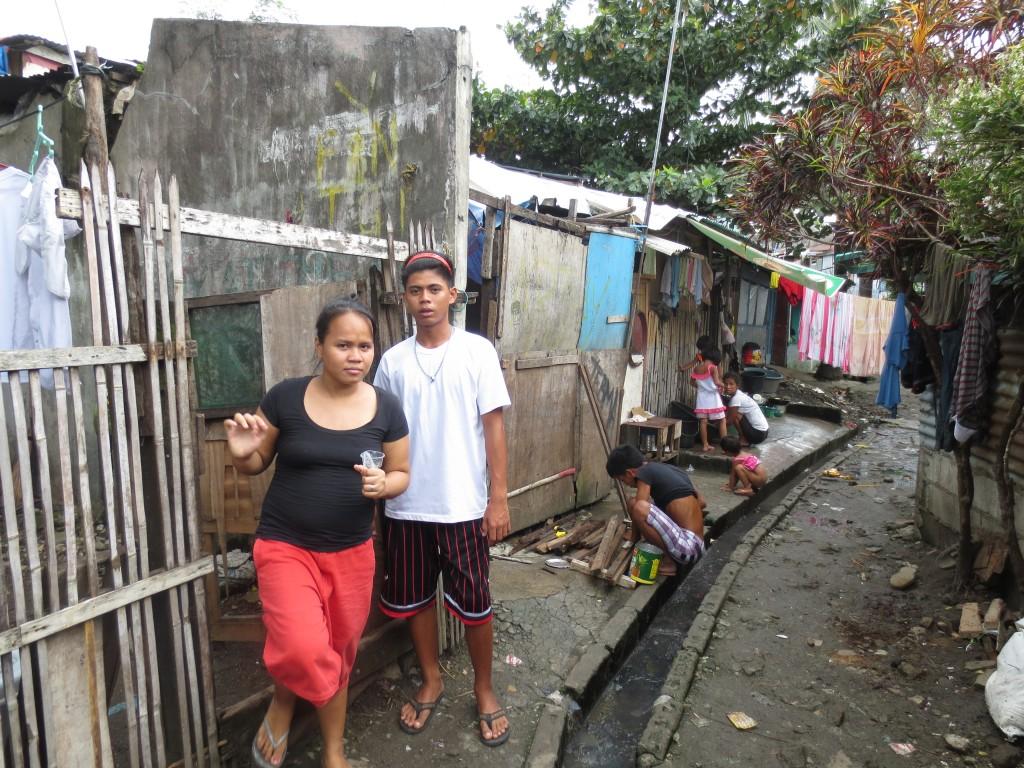 Home Visit in den Slums von Manila