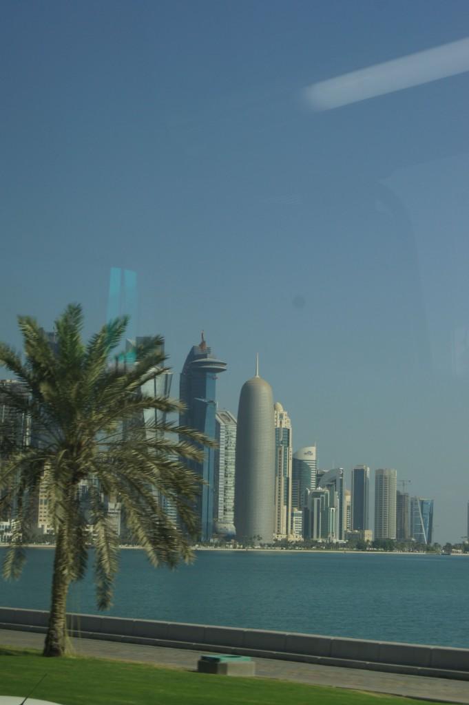Doha: Beton und Grünstreiffen in der Wüste