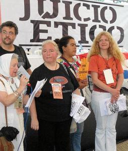 Unter den internationalen Beobachtern war auch Nora Cortiñas, eine der Mütter vom Plaza de Mayo aus Argentinien.