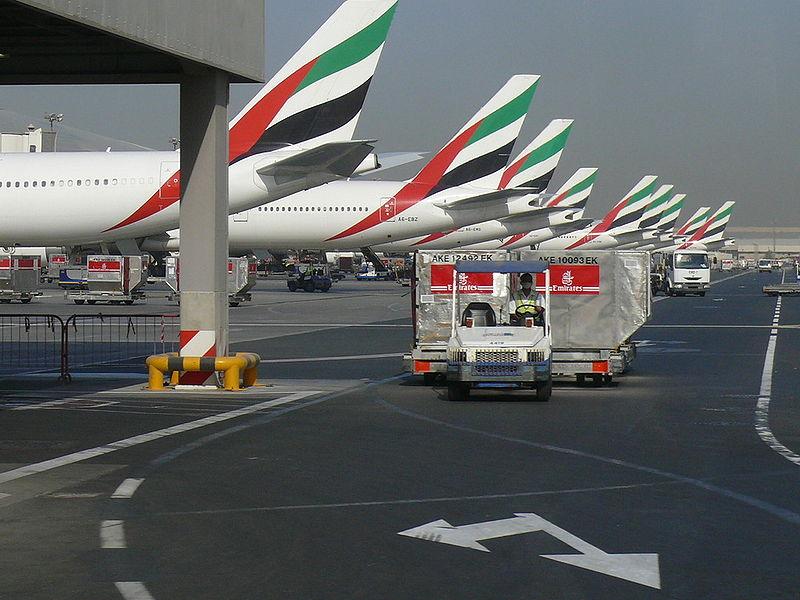 """Ob eines dieser Flugzeuge von Emirates der """"Billigflieger"""" nach Dhaka ist? © Imre Solt_ by Wikipedia CC BY 2.0"""