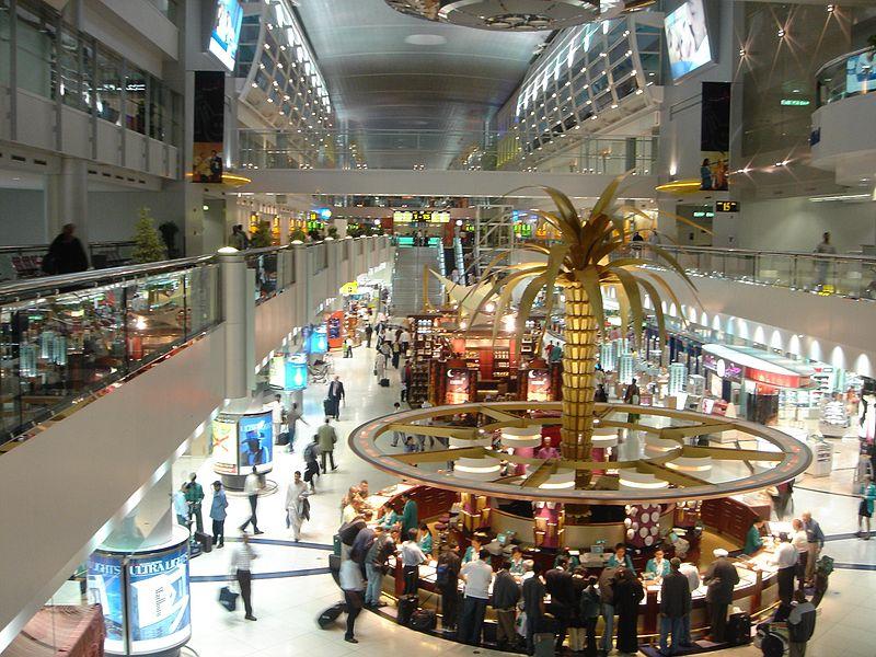 Ein funkelndes Shoppingparadies - Der Flughafen Dubai ©Saudi aus Saudi Arabia_ by Wikipedia CC BY 2.0