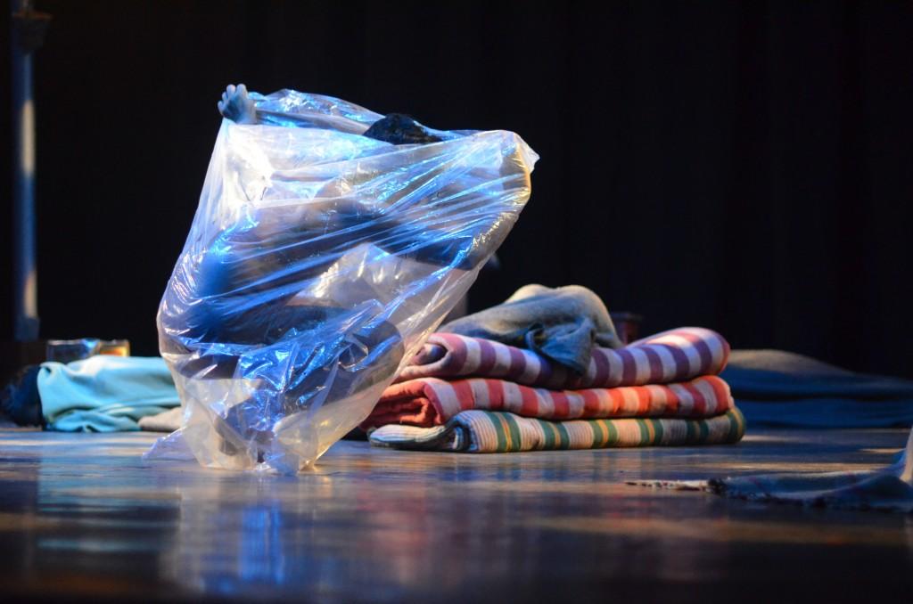 Plastik: Wer sich keine Decke leisten kann, schützt sich vor der Kälte mit einer Plastikfolie. In den Wintermonaten kann jede Nacht tödlich enden. © Singhal/MISEREOR