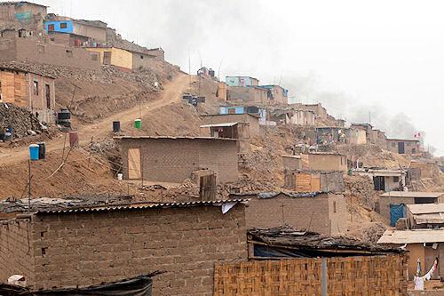 Lomas de Carabayllo: Leben in einer Mondlandschaft zwischen Schmelzöfen und Müllhalden