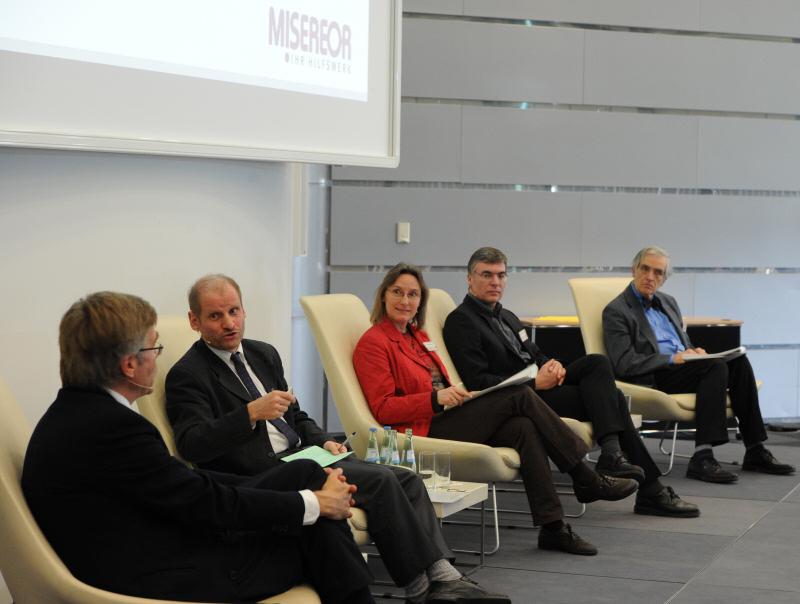 Podiumsdiskussion während des Tagung der MISEREOR-Unternehmerforums © Radtke/KNA
