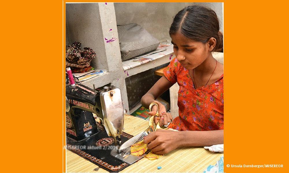 Neben der Schule macht Pounam bei Vikas Sansthan eine Ausbildung zur Schneiderin.