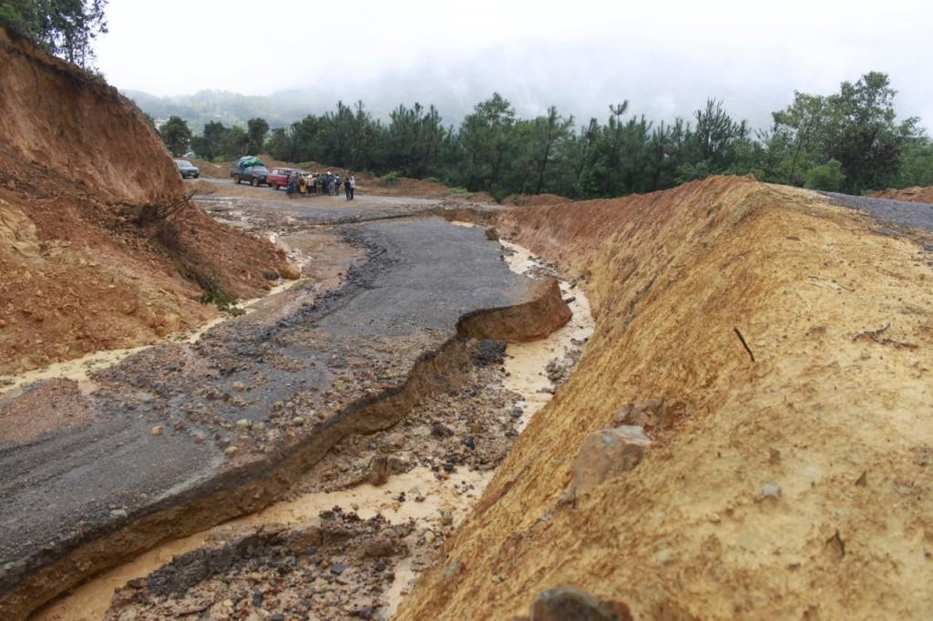 Straßen sind nicht mehr befahrbar in La Montaña im mexikanischen Bundesstaat Guerrero.