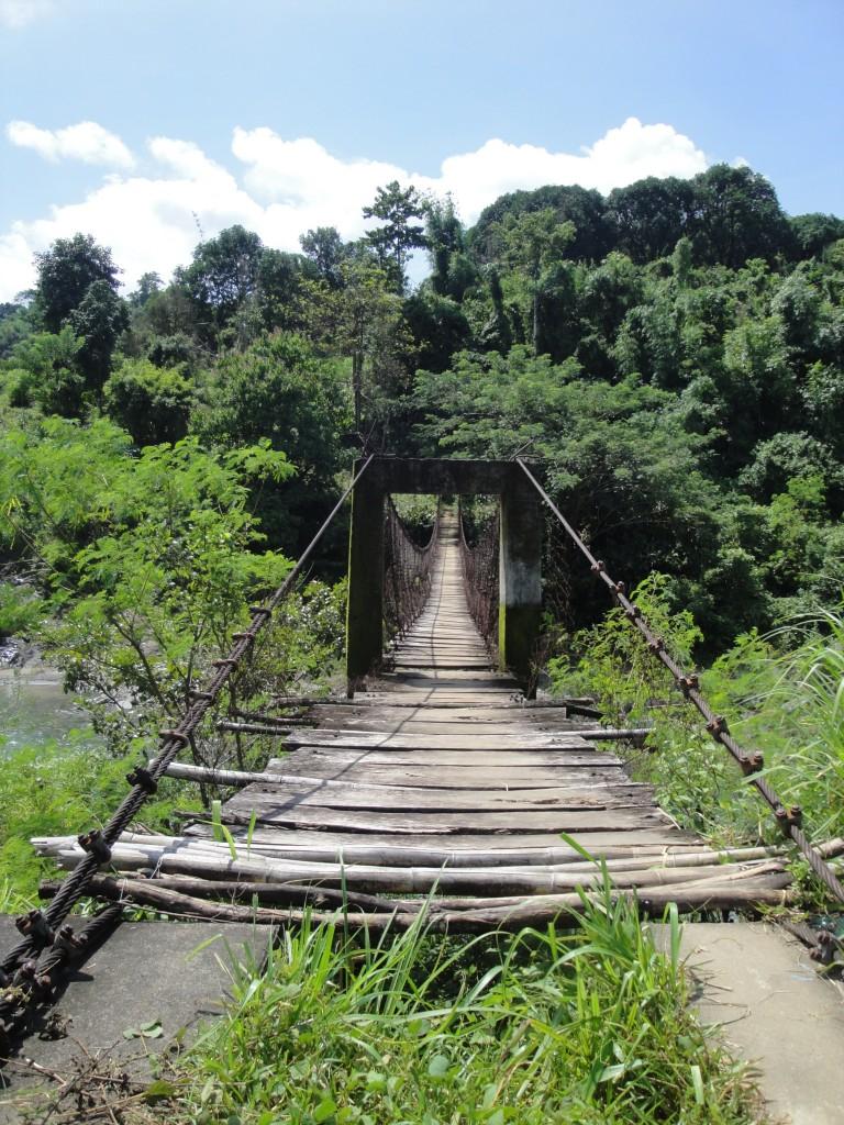 Über diese Brücke gehen wir übrigens bei der Medical Mission, um zu dem Dorf der indigenen Bevölkerung zu gelangen.