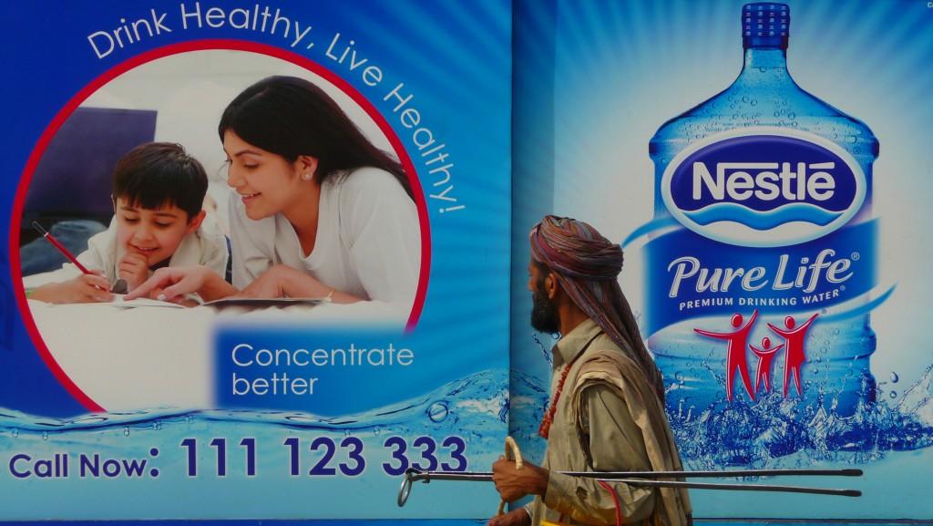"""""""Das Mineralwasser zum Familienpreis"""" - nur nicht in Pakistan"""