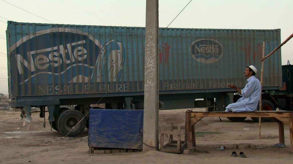 Betender Lastwagenfahrer in Lahore
