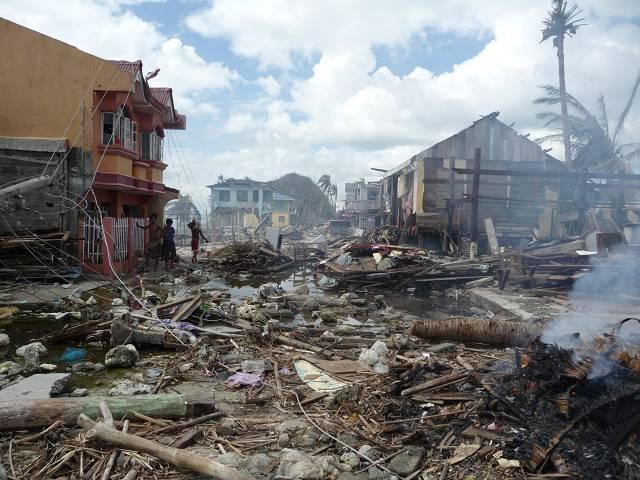 Wir hoffen einen Beitrag dazu leisten zu können, dass die Menschen hier bald zumindest einen zuverlässigen Schutz vor dem Wetter haben werden.