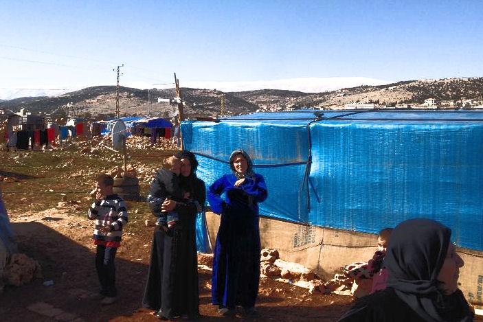 Rundgang im libanesischen Dorf Deir El Ahmar, wo mittlerweile über 7.000 syrische Flüchtlinge eine erste Zuflucht gefunden haben.