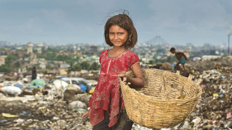 Mädchen auf einer Müllkippe in Kalkutta