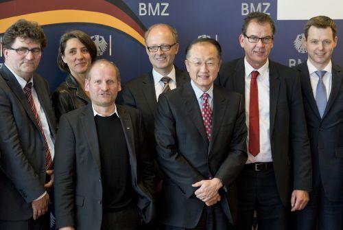 Interreligiöse Gesprächsrunde im BMZ mit Weltbankpräsident Jim Yong Kim. © photothek