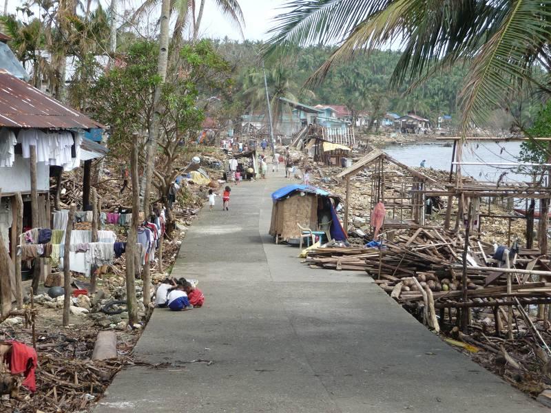 Unmittelbar nach dem Taifun: Bilder der großen Zerstörung regten viele zum Spenden an. Monate danach geht es nun um die langfristige Entwicklung vieler Gemeinden.