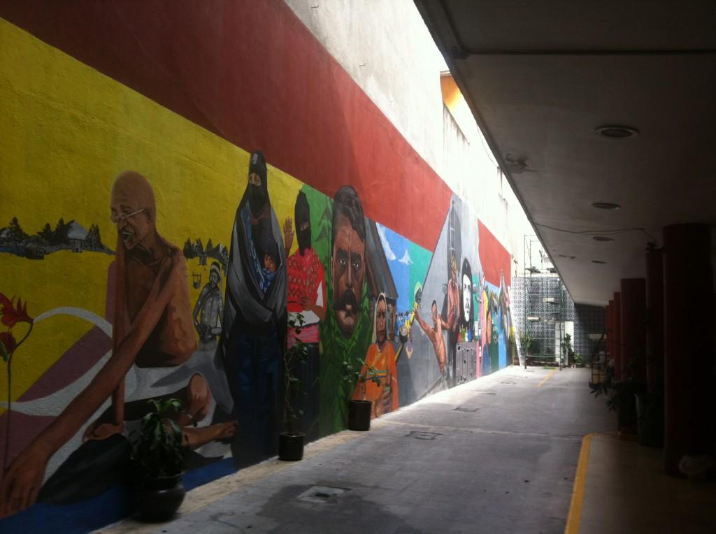 Politische & soziale Mißstände in Mexiko (Mural am Eingang vom Centro ProDH)
