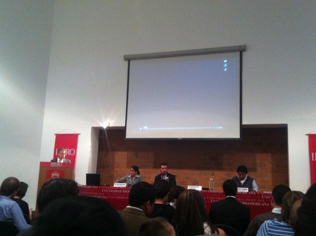 """Präsentation des Berichtes """"Migranten im Gefängnis"""" (Herausgeber Centro ProDH) an der Iberoamerikanischen Universität Mexiko D.F."""
