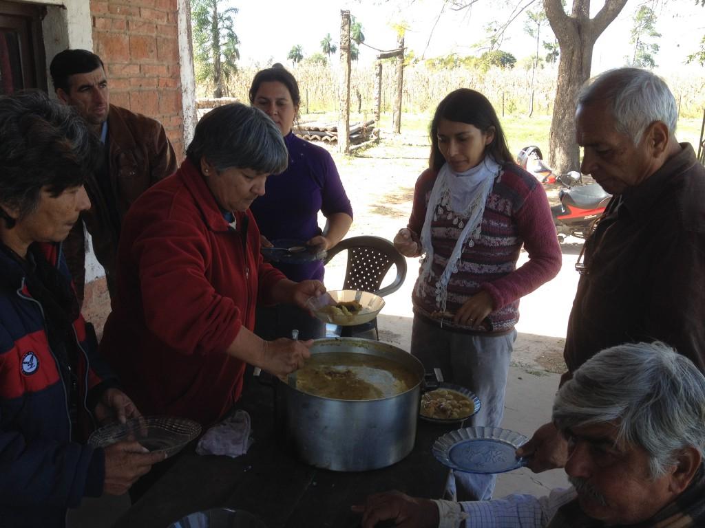 Die Frauen haben gemeinsam die typische Bori-Bori Suppe vorbereitet...sehr lecker :)