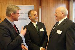 Martin Bröckelmann-Simon (Geschäftsführer MISEREOR), Iván Velásquez Gómez, Christoph Frank (Präsident Deutscher Richterbund) ©Novak/MISEREOR