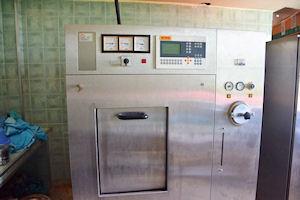 Ein nicht-funktionsfähiger Dampfautoklav in einem liberianischen Krankenhaus