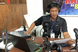 Taifun_Hagupit_Philippinen_Informationen_per_Radio_Foto_PECOJON_470px