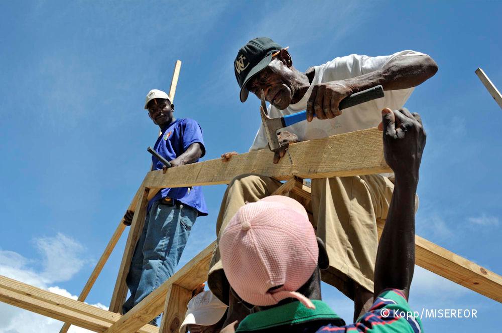 Die Baumaterialien sind preisgünstig und lokal verfügbar, Dorf Coq Chante nahe Jacmel, Haiti,