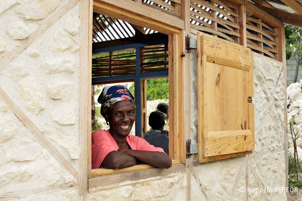Das Modellhaus, das unter der Anleitung des Architekten Wilfredo Carrazas in Gemeinschaftsarbeit von Bauern der Organisation EPPMPH errichtet wurde