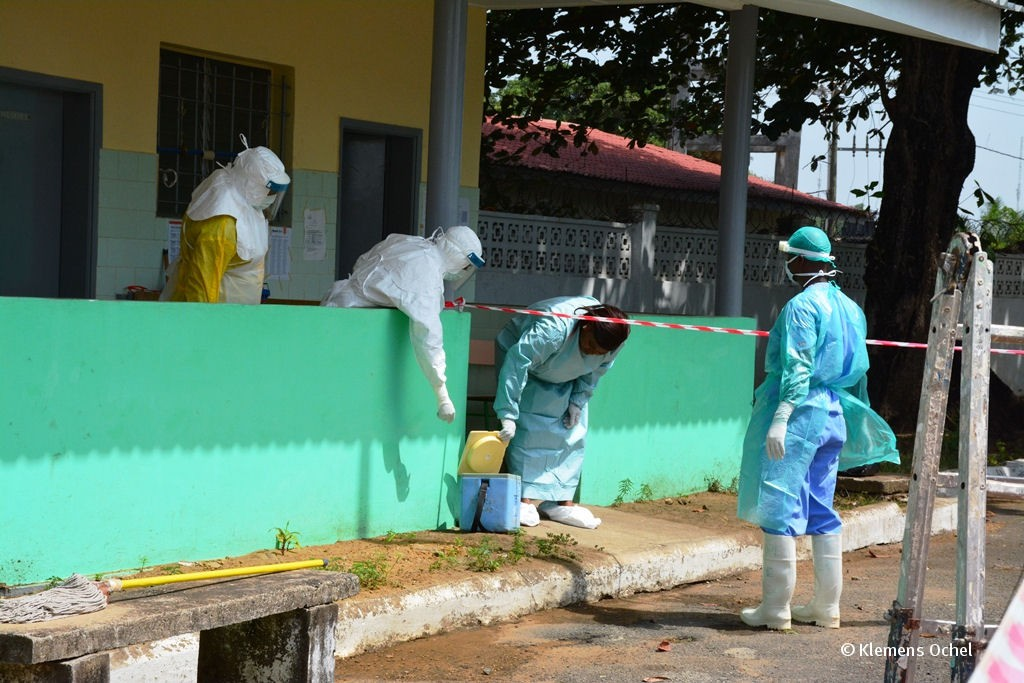 Klink unter IPC-Ebola-Liberia_Klemens Ochel (8)