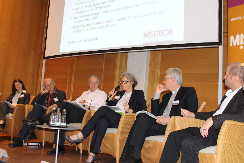 Dr. Sabine Fuss, Prof. Dr. Ulrich Lüke, Hans Jessen, Dr. Christiane Averbeck, Bischof Leonardo Ulrich Steiner, Pirmin Spiegel (v.l.n.r.)