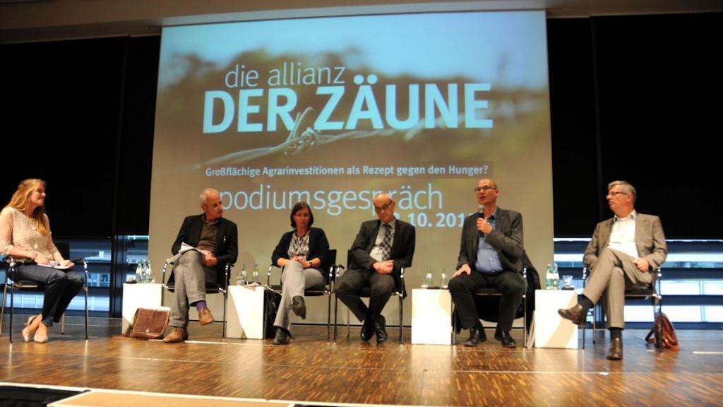 Podiumsdiskussion in Köln: Vertreter aus Wissenschaft, Politik, Wirtschaft und Zivilgesellschaft diskutieren über Agrarinvestitionen. © Thomas Kuller/MISEREOR