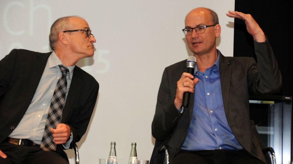 """Dr. Stefan Schmitz (BMZ, Sonderbeauftragter der Sonderinitiative """"Eine Welt ohne Hunger"""", links) und Valentin Thurn (Filmemacher, u.a. """"Taste the Waste"""" und """"10 Milliarden"""", rechts) © Thomas Kuller/MISEREOR"""