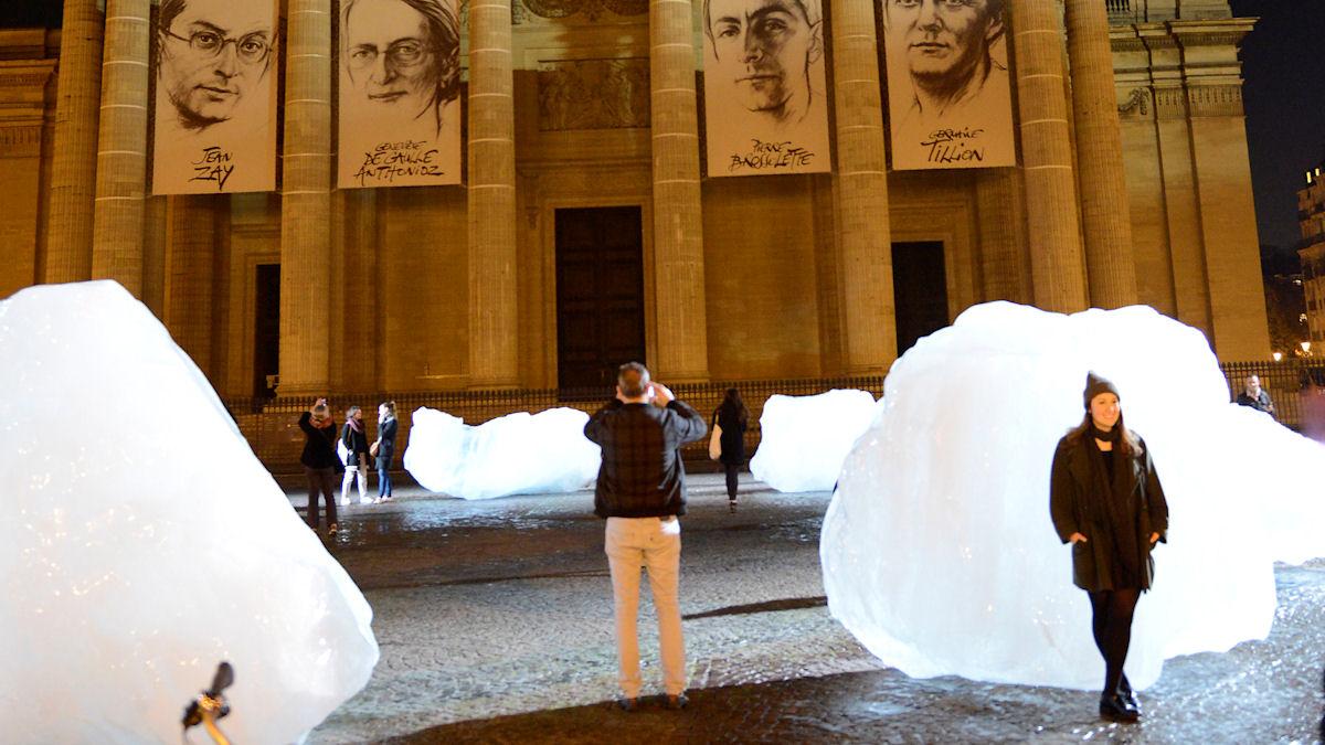 Eisinstallation am Place du Panthéon, Paris. Quelle: UNFCCC
