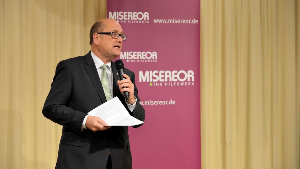 ...und Prälat Dr. Martin Dutzmann von der Evangelischen Zentralstelle für Entwicklungshilfe...