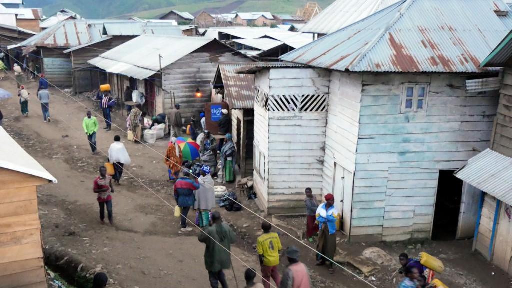 In den Minendörfern sind die Lebenshaltungskosten enorm hoch, die Lebensbedingungen jedoch bescheiden © Roland Brockmann/MISEREOR
