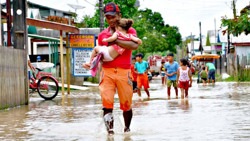 Nach heftigen Regenfällen: Binnen kurzer Zeit stehen die Straßen von Tarauacá in der Diözese Cruzeiro do Sul im Bundesstaat Acre unter Wasser.