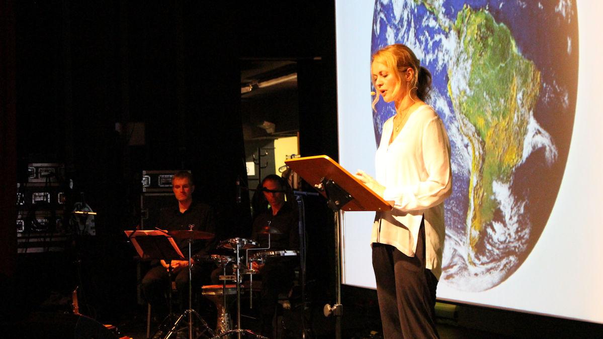 """Christine Sommer liest """"Vom Klimawandel und der Zukunft der Erde"""" in Leipzig Foto: Wagner/Misereor"""