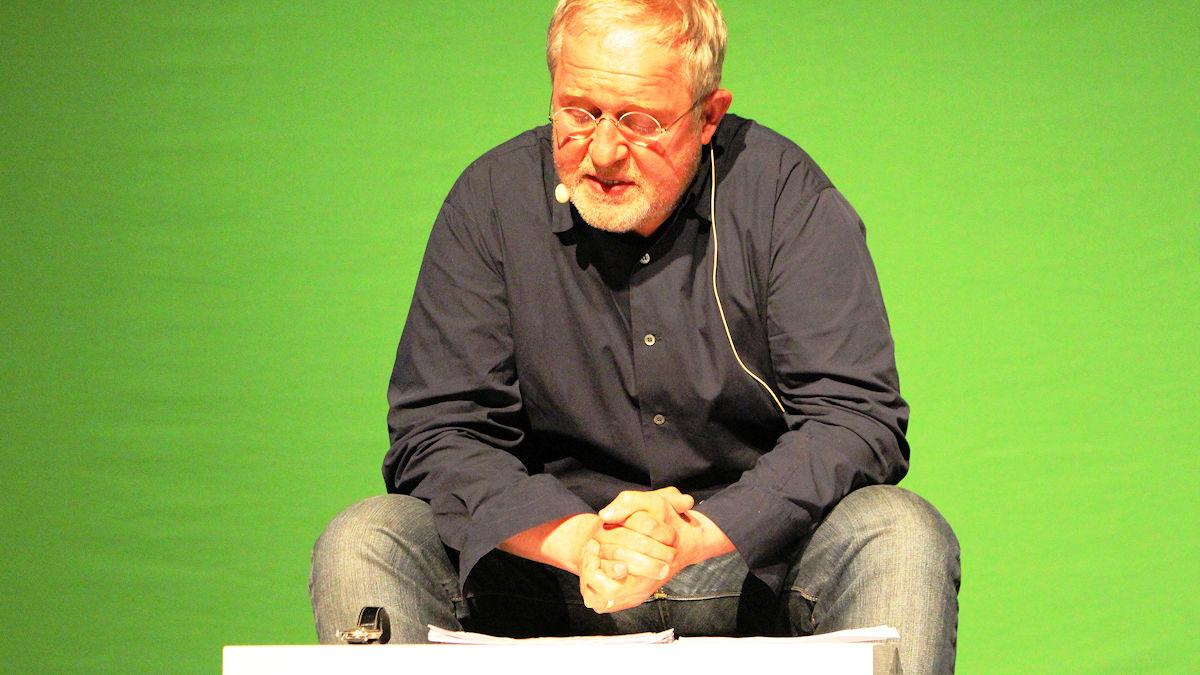 """Harald Krassnitzer bei der Lesung """"Vom Klimawandel und der Zukunft der Erde"""" in Leipzig Foto: Wagner/Misereor"""