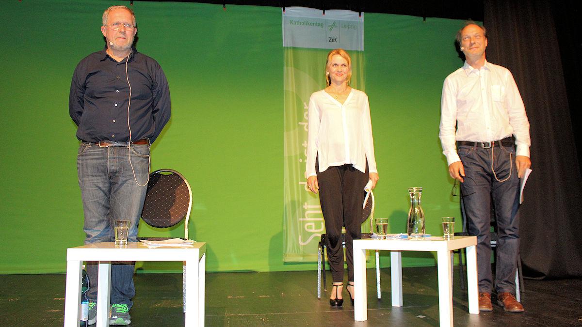 Die Schauspieler Harald Krassnitzer, Christine Sommer und Martin Brambach lasen in Leipzig Texte zum Klimawandel. Foto: MISEREOR