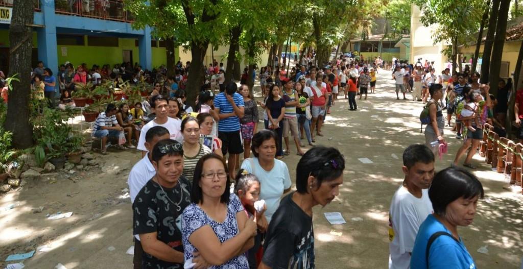 Vor den Wahllokalen bildeten sich lange Schlangen, die Wahlbeteiligung lag sehr hoch © Thomas Kuller/MISEREOR