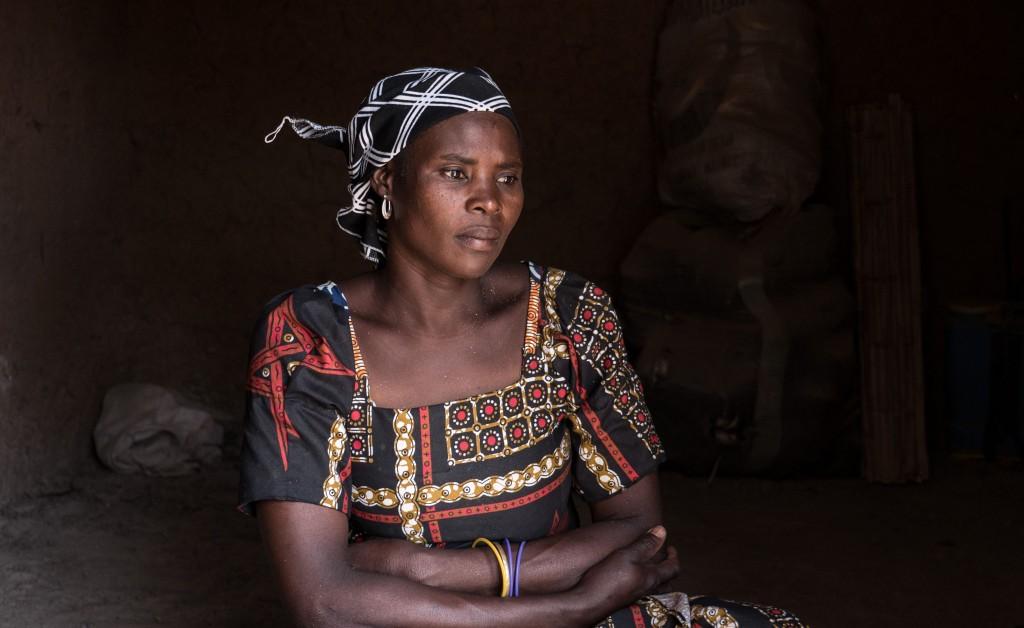 Die Gesichter der Betroffenen: Awa*, 38, stammt aus Mabass. Ihr Mann starb bei einem Überfall durch Boko Haram. Fotos: Brockmann/MISEREOR
