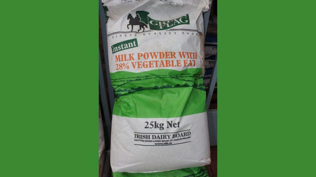 Deutsche und afrikanische Milchbauern Du bist kein Milchbauer, du bist Milchpulververkäufer (2)