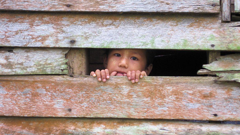 370.000 Binnenflüchtlinge gibt es zurzeit in Myanmar. Leidtragende sind auch viele Kinder © Rita Zilles/MISEREOR