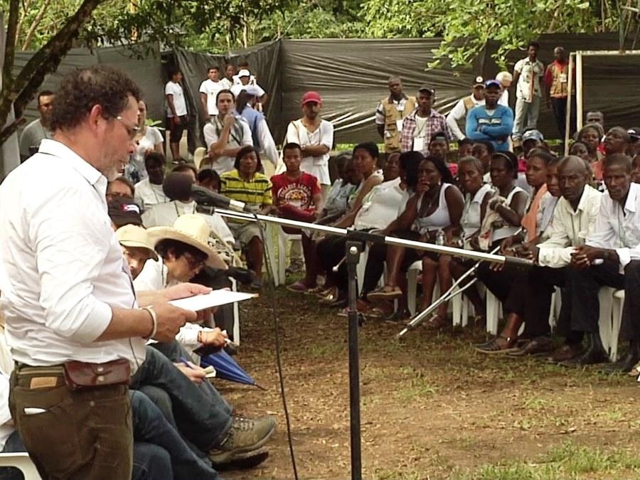 Vertreter der FARC bittet Opfergruppen Ende 2015 um Vergebung