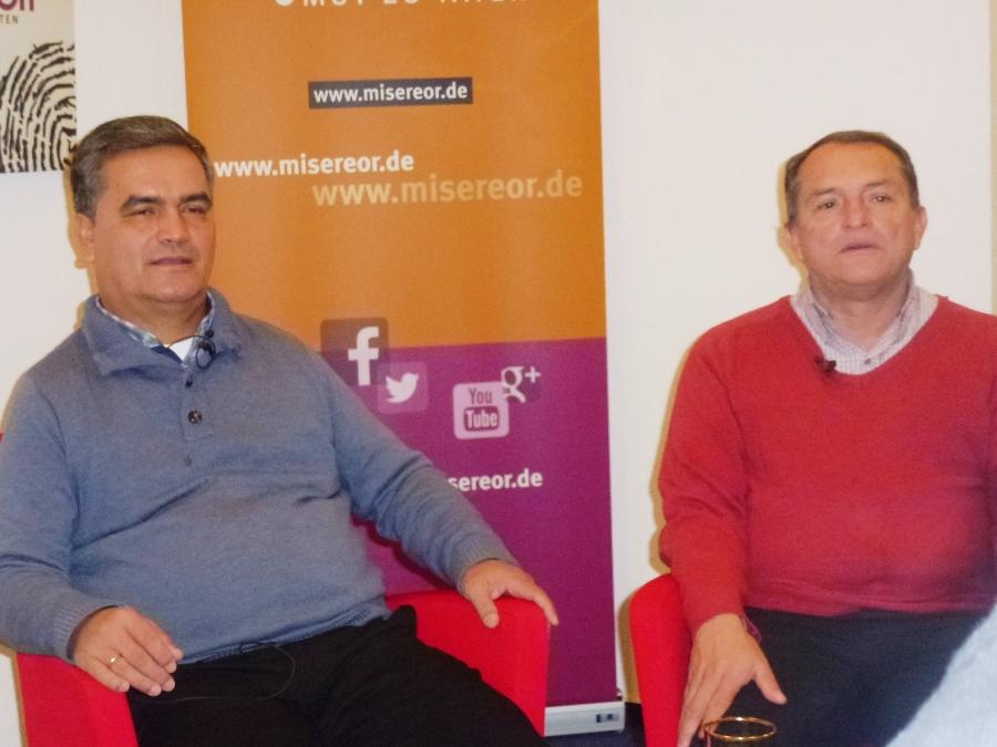 links Jesús Alfonso und rechts Jesús Albeiro. Beide Padres setzen sich für den lange ersehnten Frieden in Kolumbien ein.