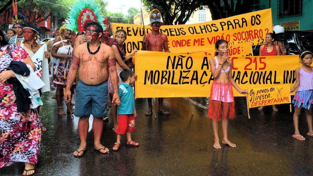 Vertreter 17 Indigener Völker protestieren in Tefe gegen PEC 215