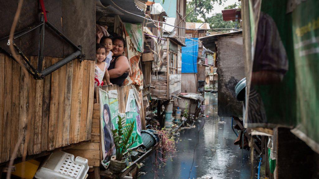 Shiela Marie Dado (24) lebt mit ihren Kindern in den Estero de San Miguel Legarda in Manila (c) 2016 Kathrin Harms/MISEREOR