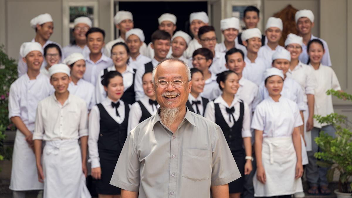 Francis Van Hoi hat schon über 100 Absolventen eine professionelle Berufsausbildung ermöglicht. Am 30.11. wird sein Projekt in der ZDF-Spendengala vorgestellt. Foto: Klaus Mellenthin/MISEREOR