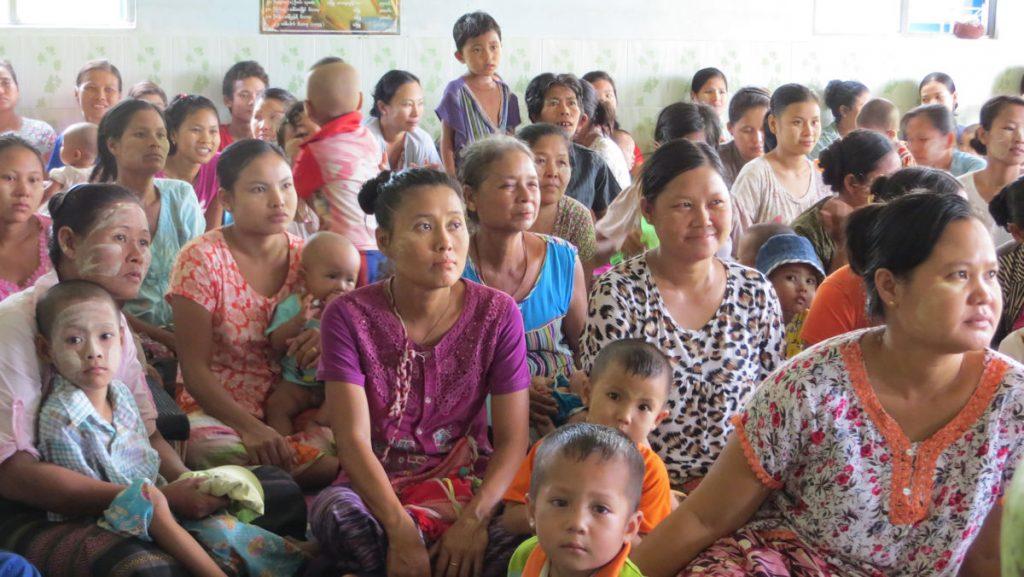 Interessierte bei einem Aufklärungsworkshop von Myanmar Catholic Health and HIV/Aids Network (MCHAN)